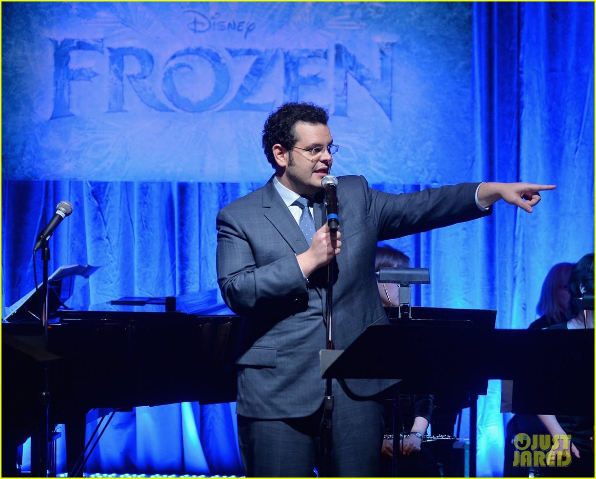 idina menzel sings let it go for frozen cast reunion 213050626