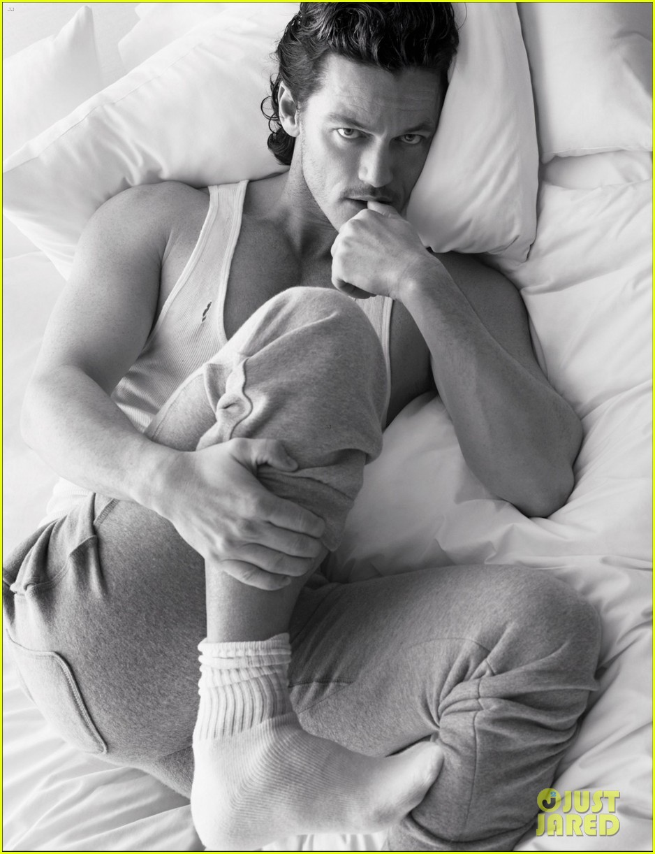 jonathan rhys meyers goes shirtless in bed for w magazine 01