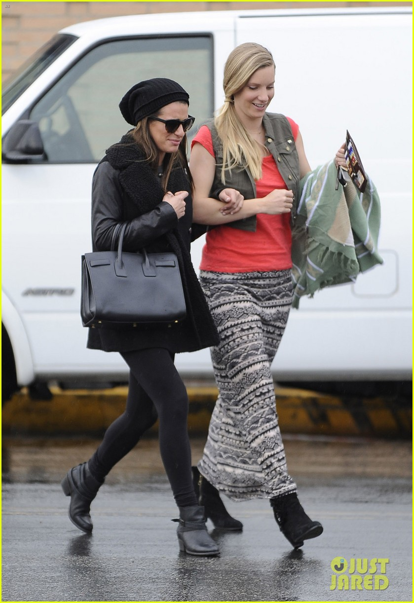 lea michele heather morris walk arm in arm in rainy la 063048847