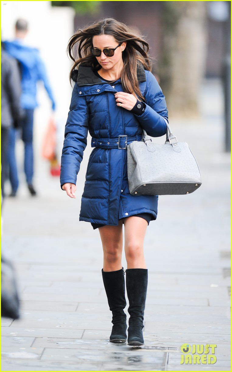 pippa middleton braves cold london weather in short skirt 113053007