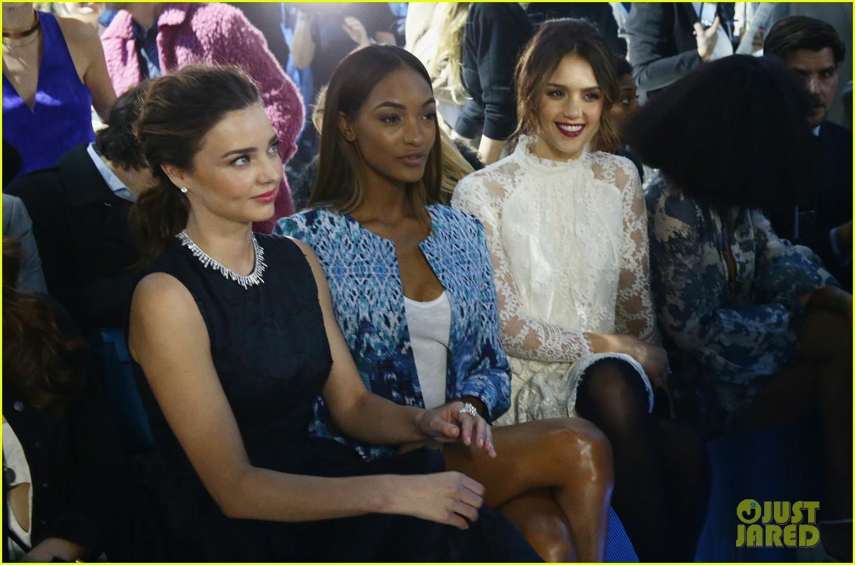 miranda kerr jessica alba hm paris fashion show 073061122