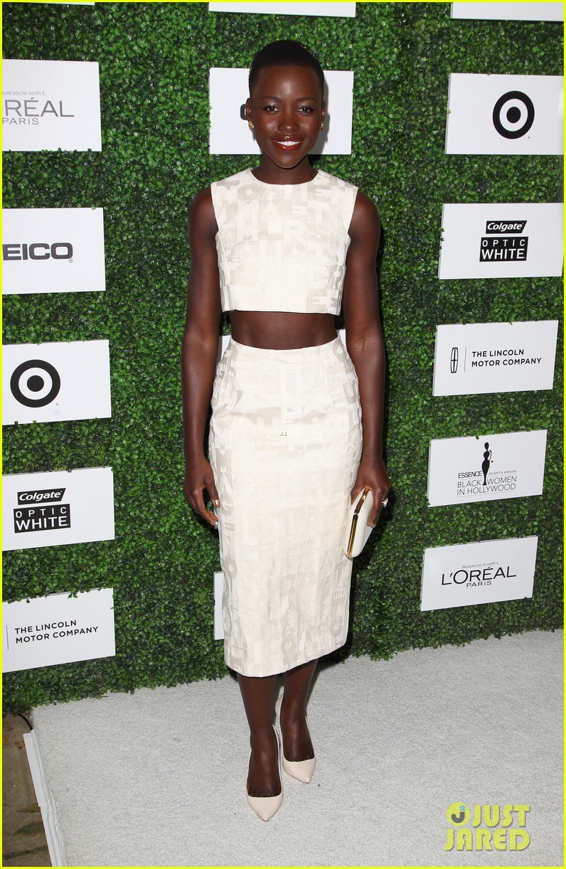 lupita nyongo makes a headband the perfect accessory 093061769