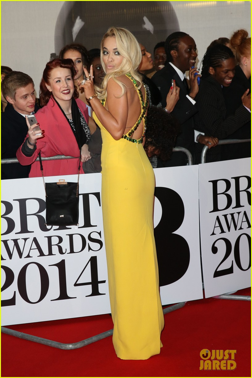 rita ora calvin harris brit awards 2014 rec carpet 023056288