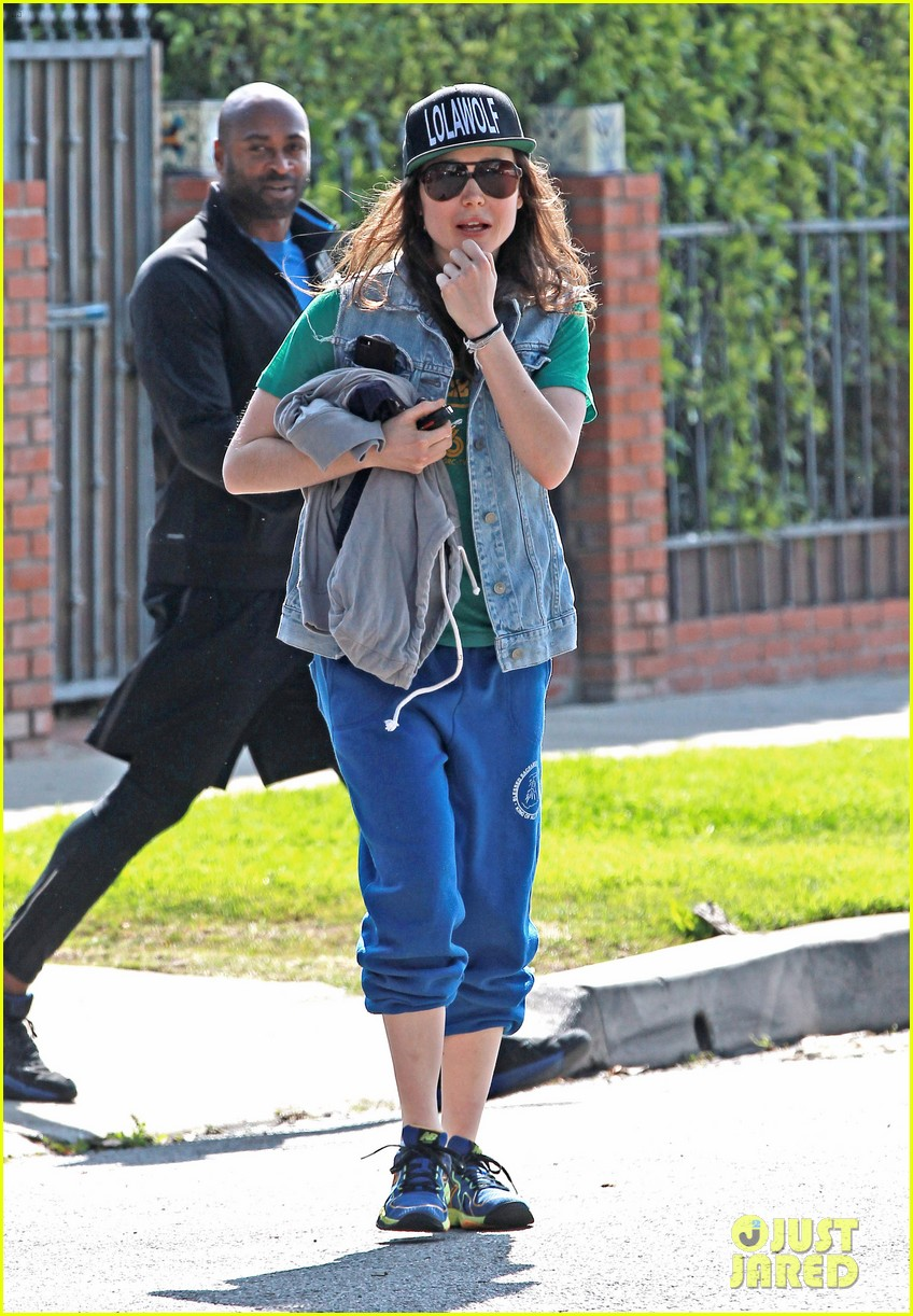 ellen page looks comfy cool while leaving the gym 033056634