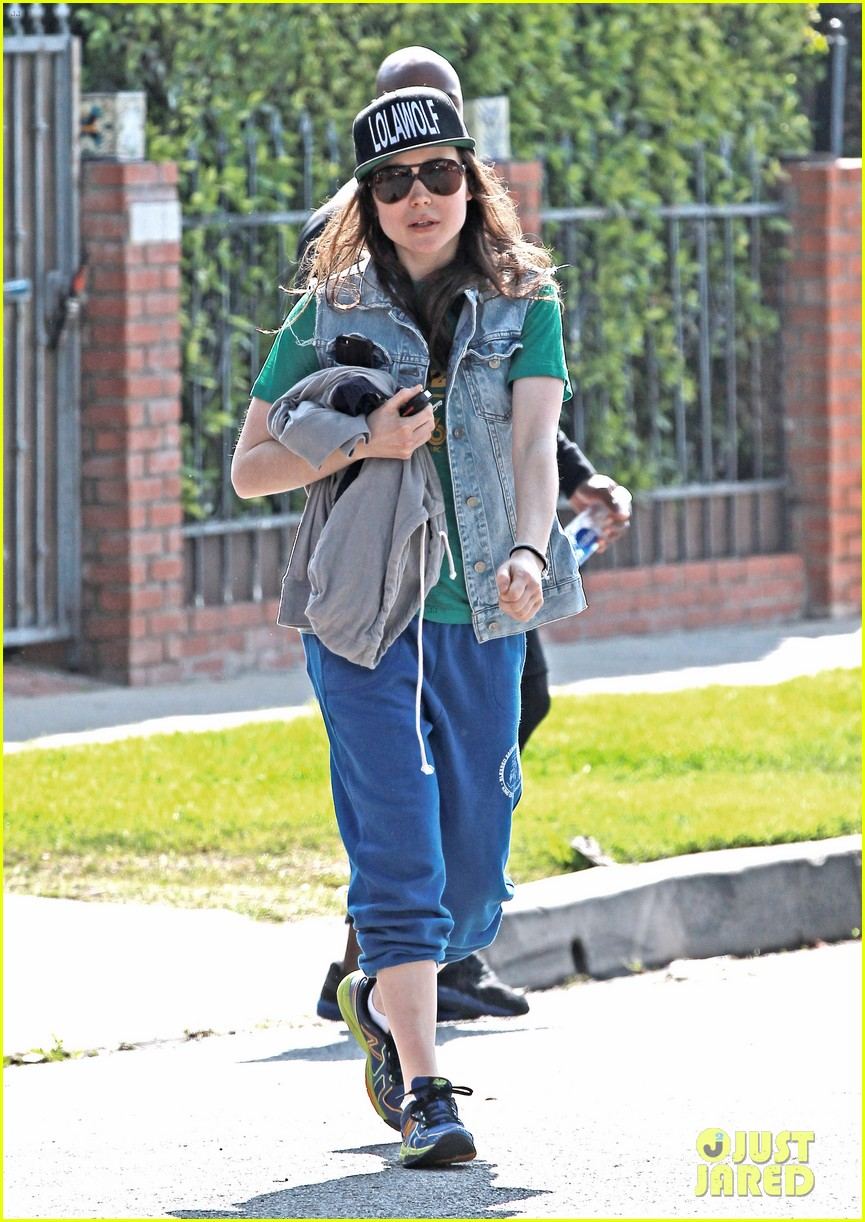 ellen page looks comfy cool while leaving the gym 043056635