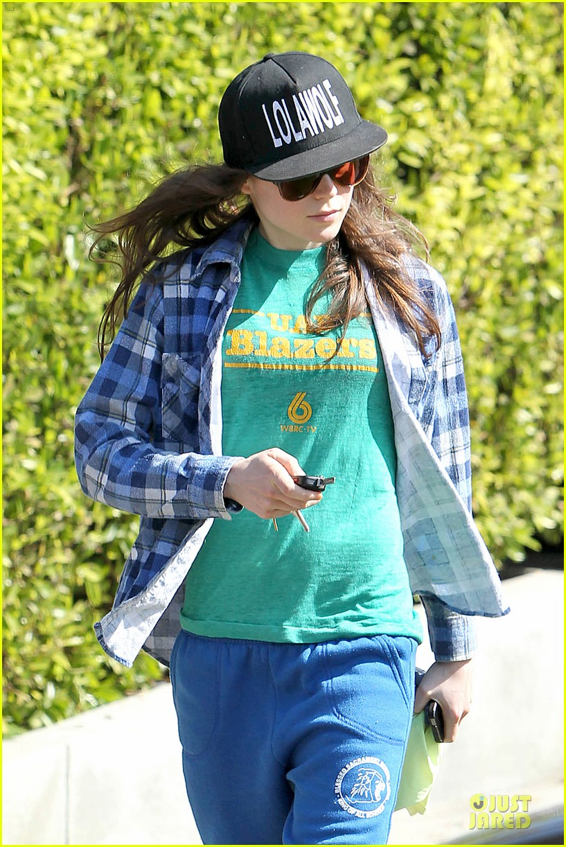 ellen page supports zoe kravitz band lolawolf 04