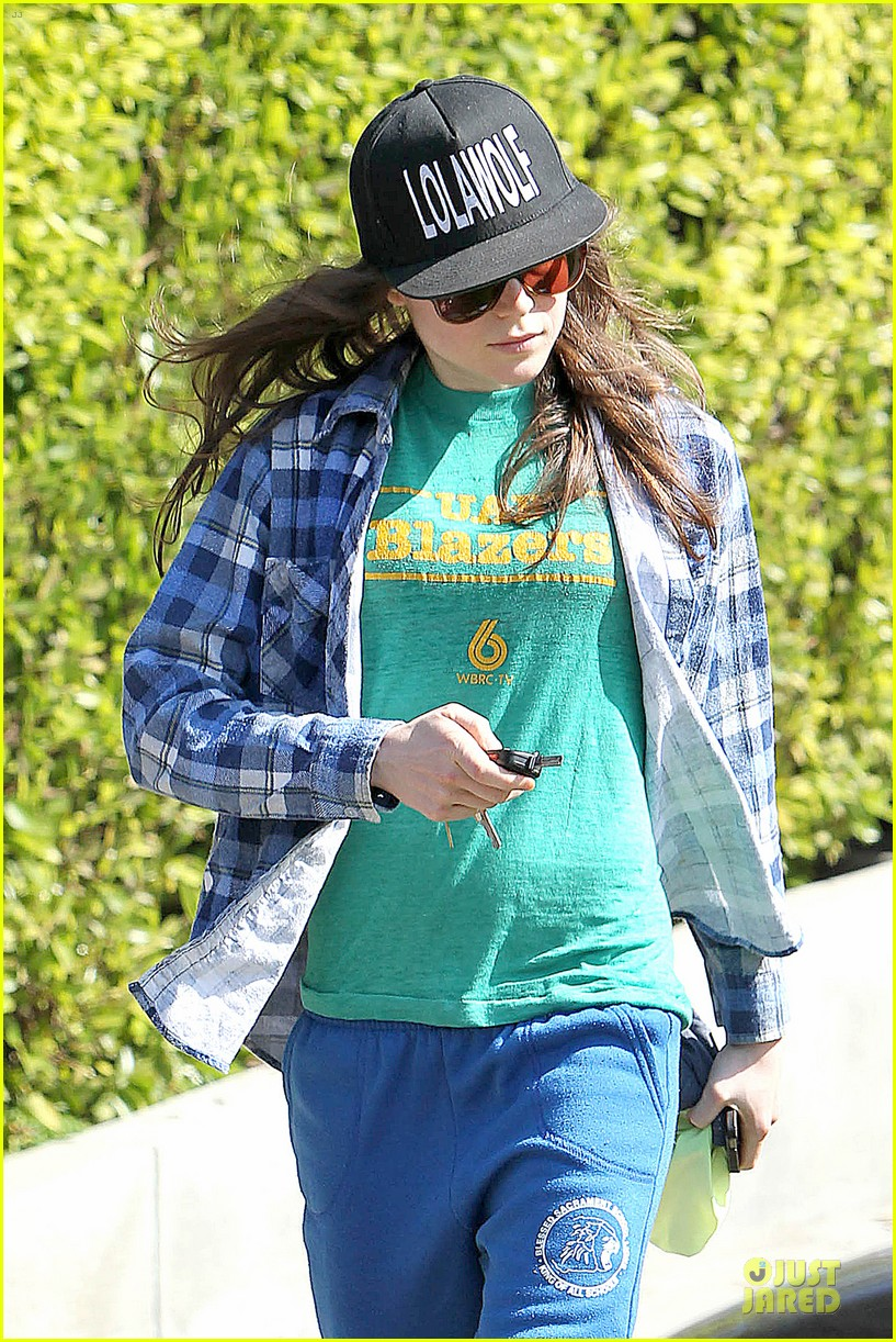 ellen page supports zoe kravitz band lolawolf 093060476