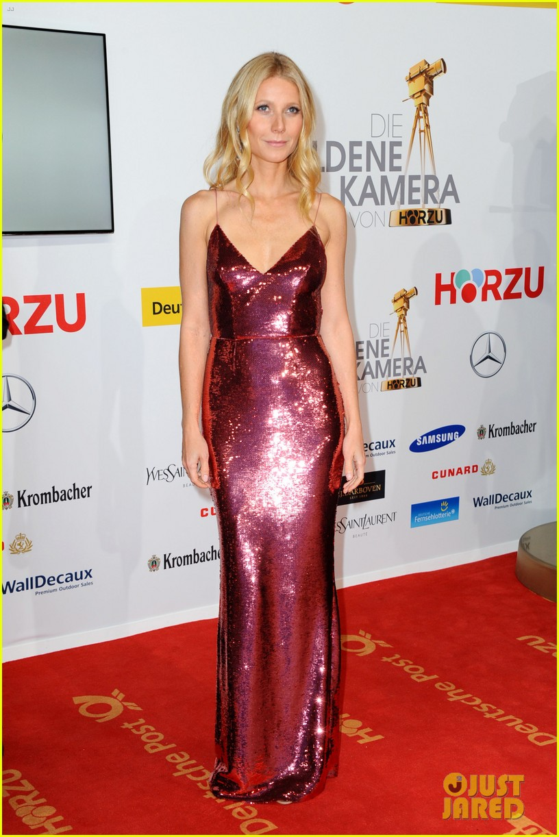 gwyneth paltrow is pink prada perfection at goldene kamera awards in berlin 01