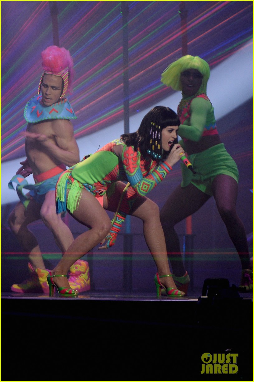 katy perry performs dark horse at brit awards 2014 video 04