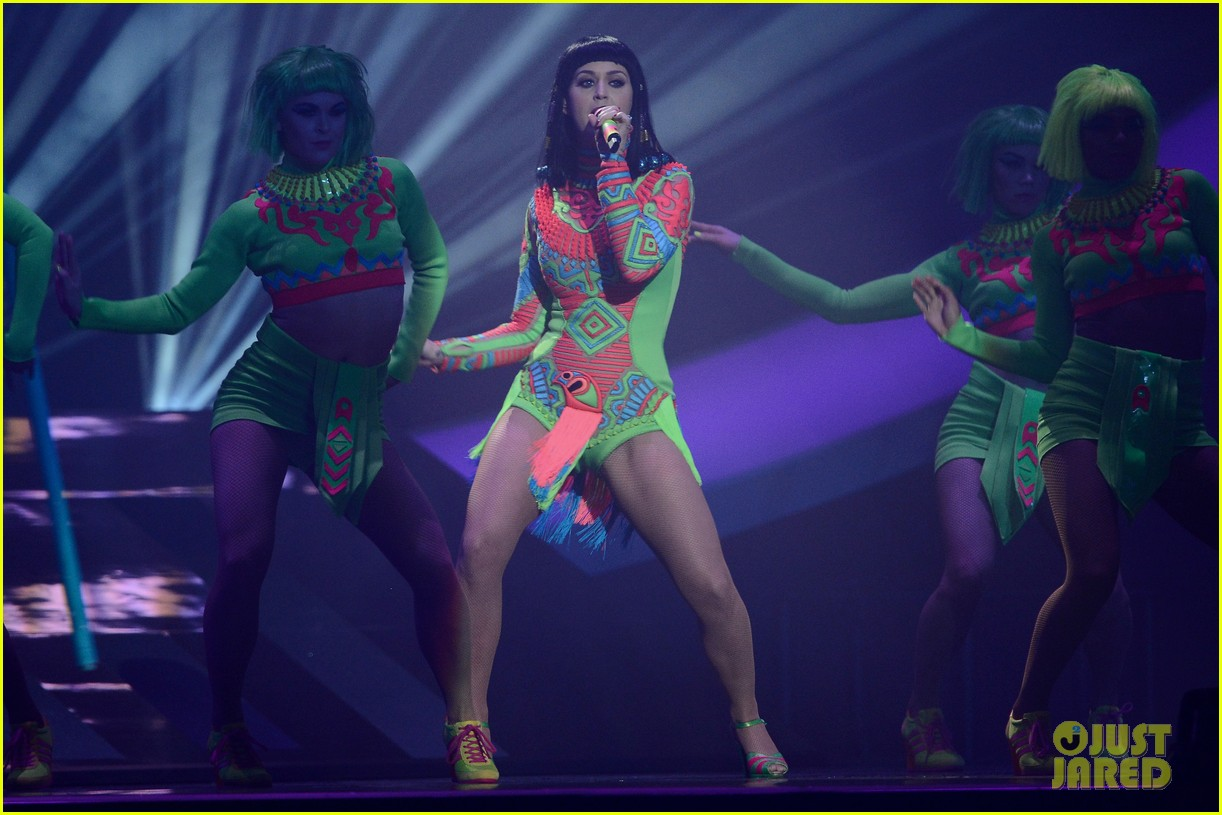 katy perry performs dark horse at brit awards 2014 video 07