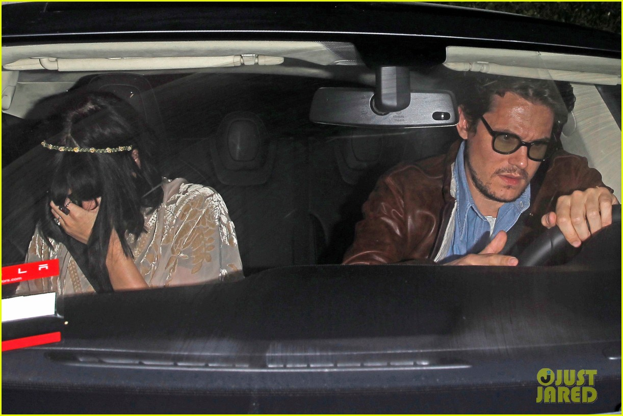 katy perry john mayer engagement rumors swirl after ring spotted on that finger 07