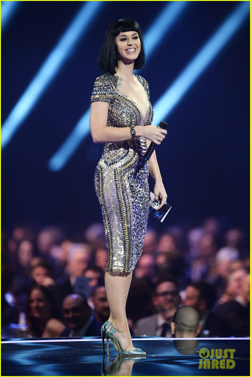 katy perry wows in second outfit at brit awards 2014 02