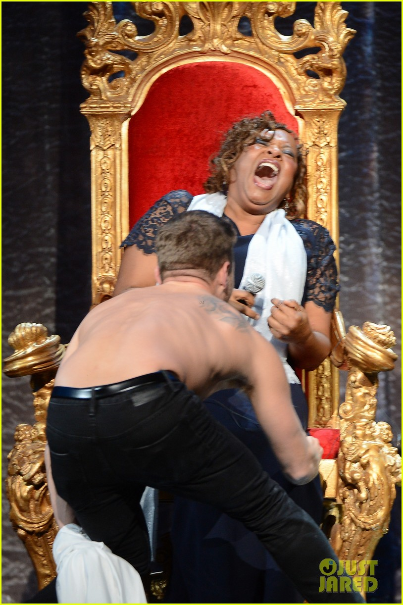 ryan phillippe gives shirtless lap dance to robin quivers 08