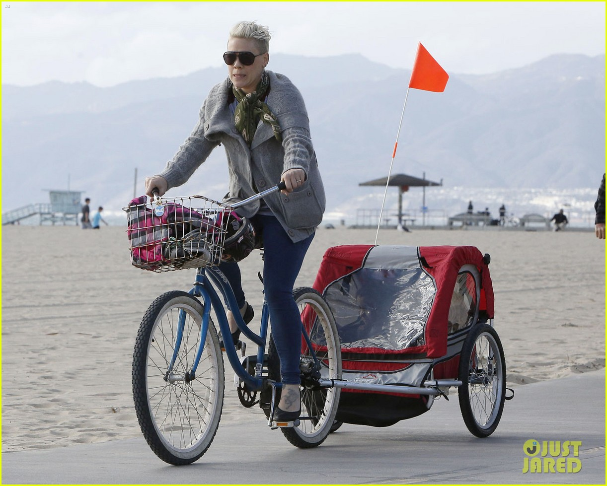 pink goes for bike ride after finishing truth about love tour 033046842