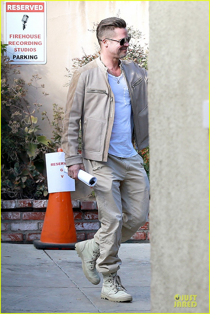 brad pitt exits pasadena studio with secret script 083049851