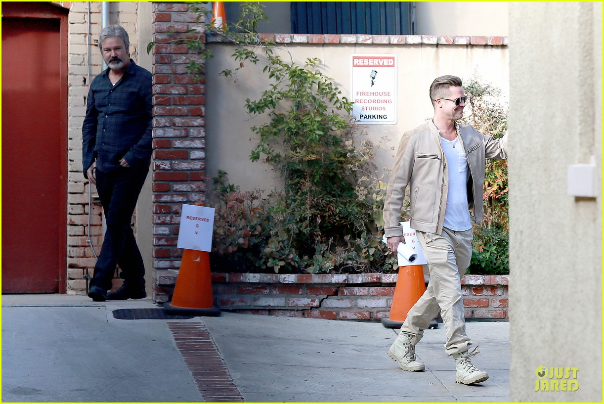 brad pitt exits pasadena studio with secret script 09