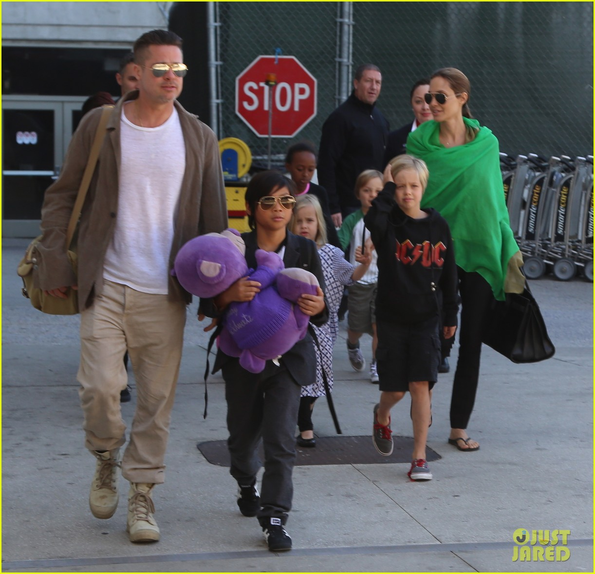 angelina jolie brad pitt all six kids land in los angeles see the new pics 10