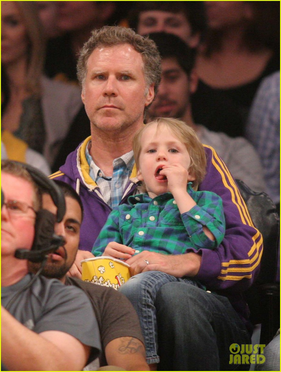 ellen pompeo will ferrell lakers courtside seats with the kids 013059750