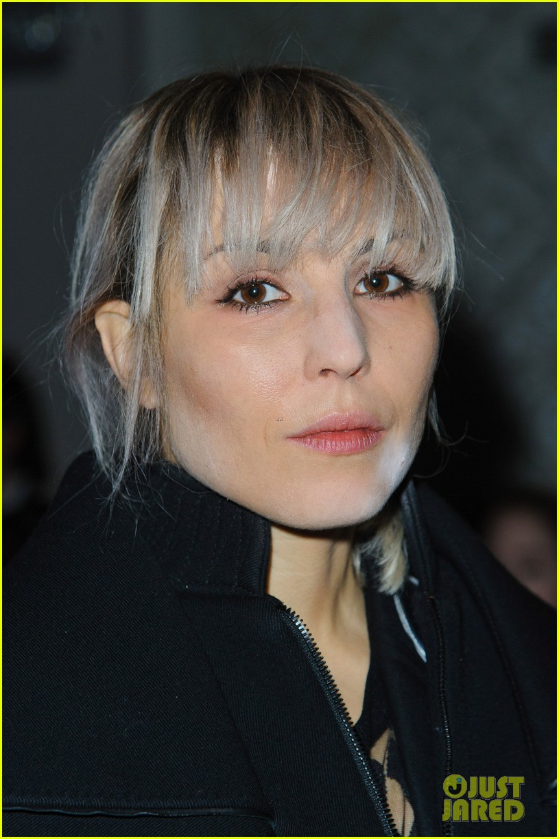 noomi rapace antonio berardi fashion show in london 033055351