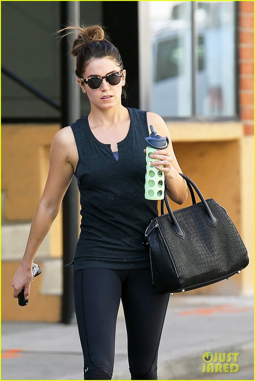 nikki reed keeps in shape with daily workout 04