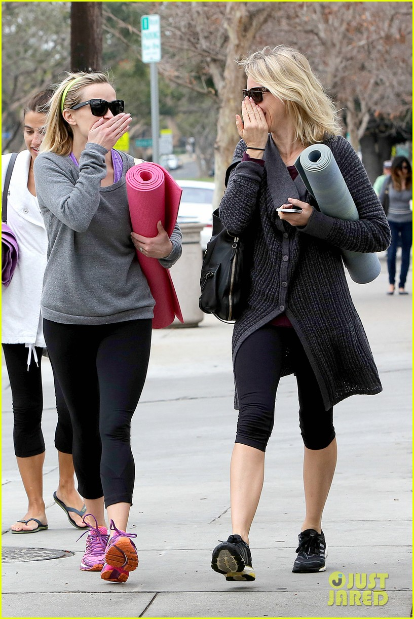 reese witherspoon naomi watts share secrets after yoga 03