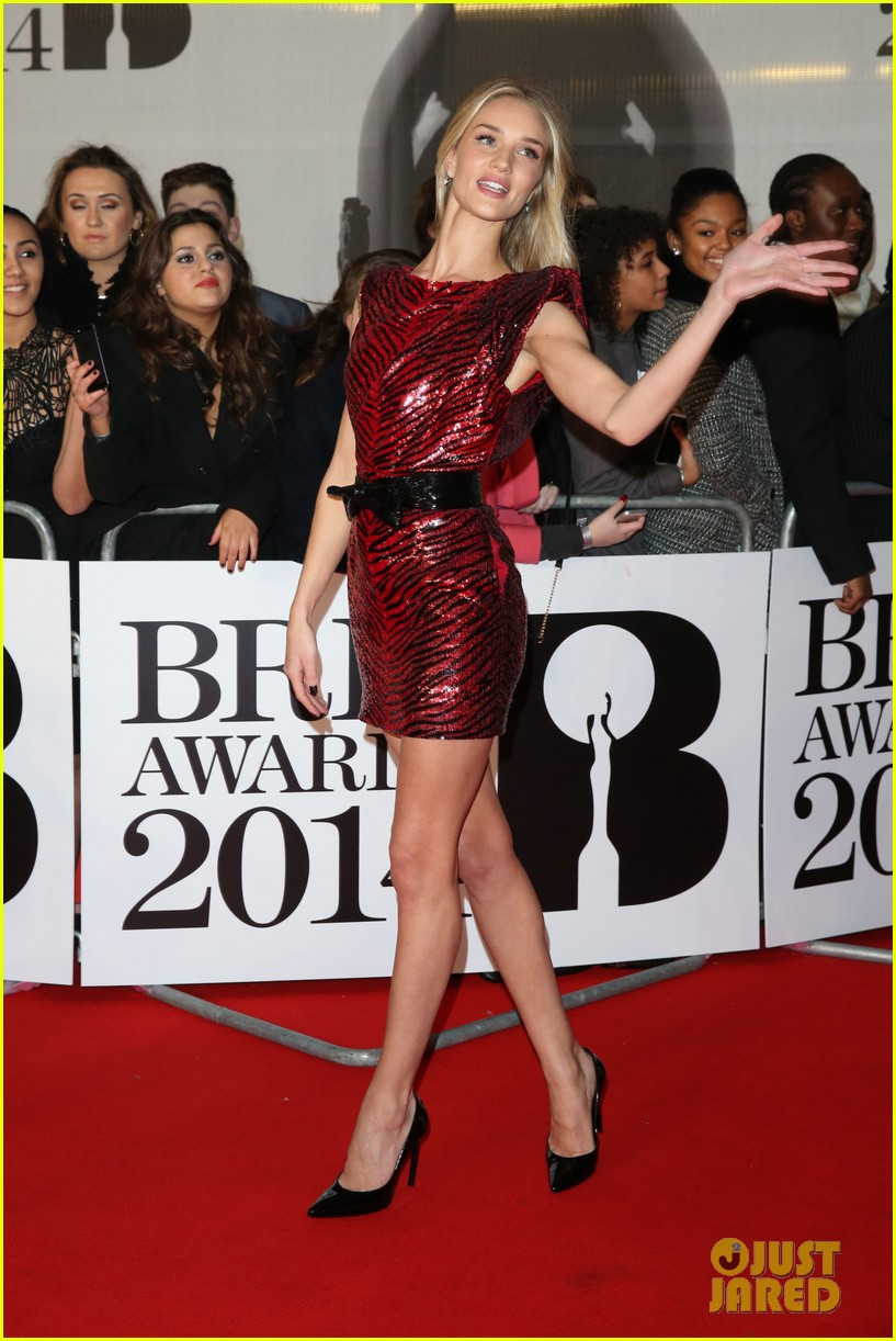rosie huntington whiteley brit awards 2014 red carpet 05