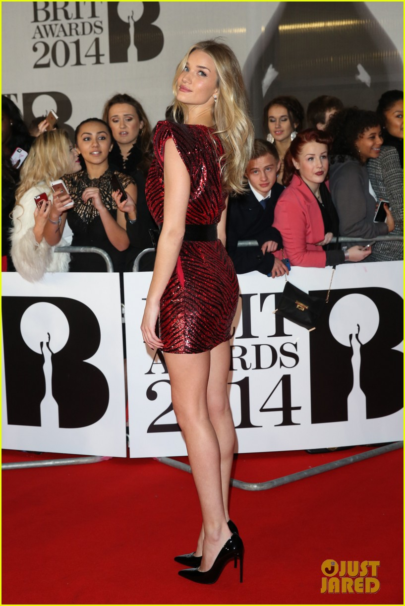 rosie huntington whiteley brit awards 2014 red carpet 073056308
