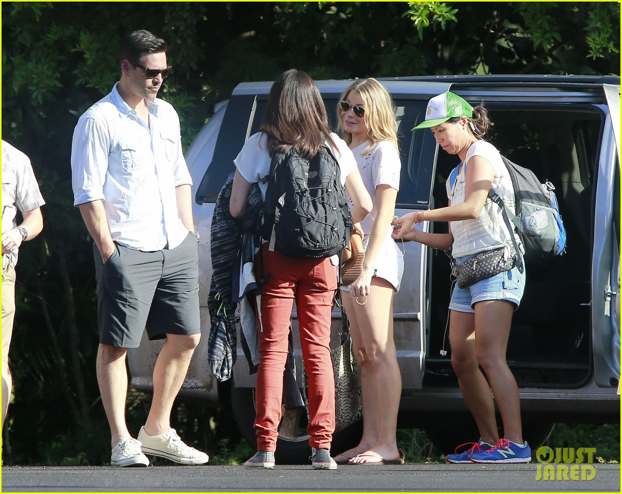 leann rimes eddie cibrian go whale watching in hawaii 06
