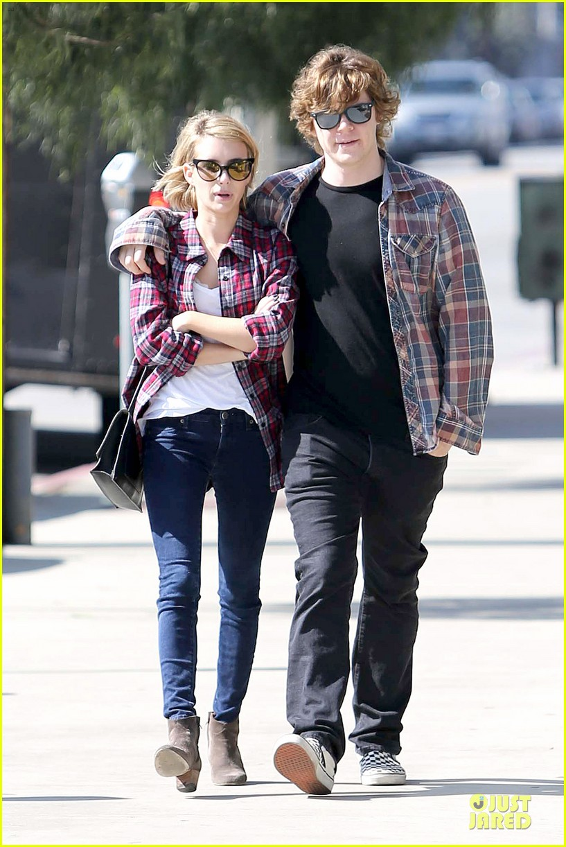 emma roberts toasts 23rd birthday with evan peters 10