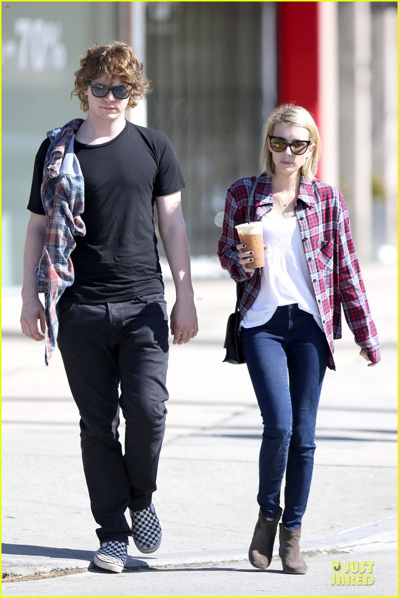 emma roberts toasts 23rd birthday with evan peters 14