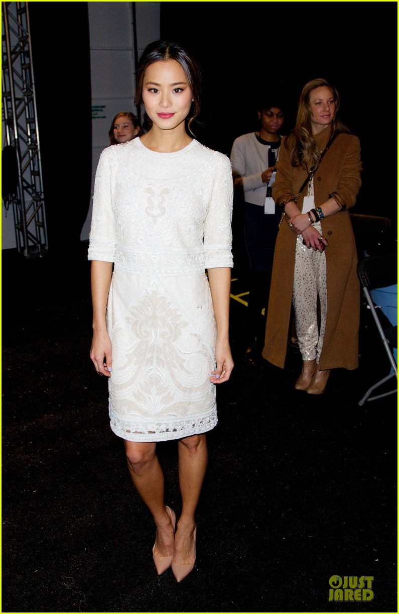 emmy rossum anna kendrick monique lhuiller fashion show 12
