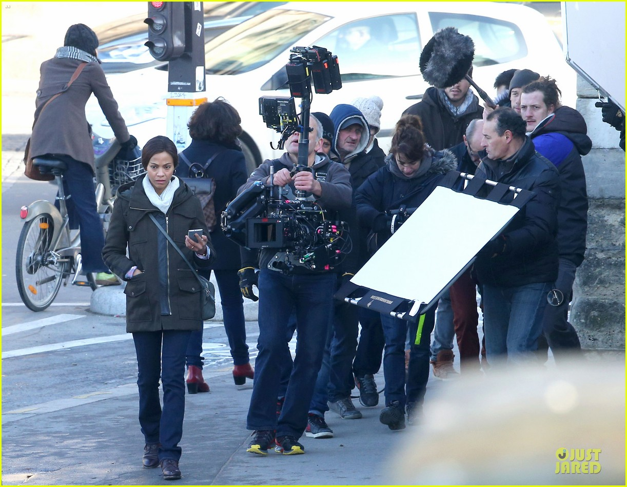 zoe saldana bundled for rosemary baby set 06
