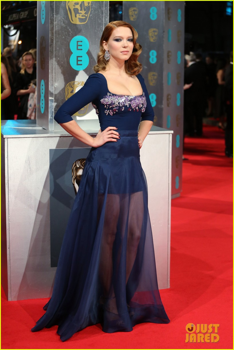 lea seydoux shows blue is the warmest color at baftas 2014 01