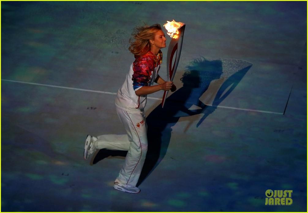 maria sharapova irina shayk sochi olympics 2014 opening ceremony 01