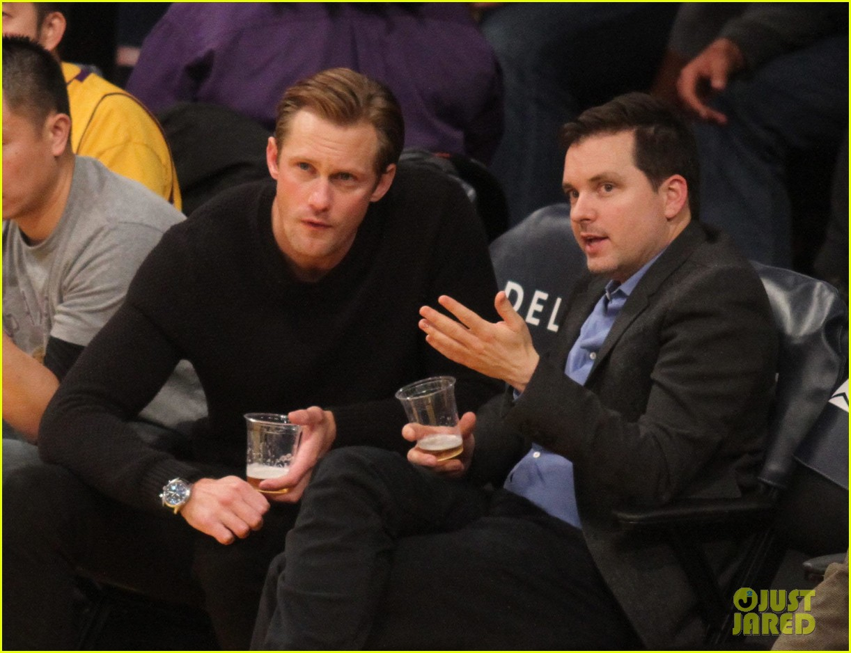 alexander skarsgard sits courtside for the lakers game 08