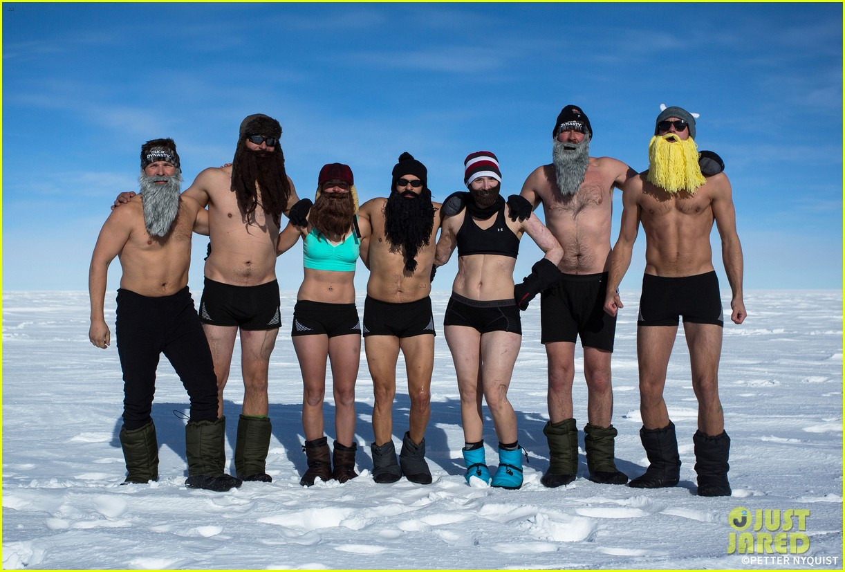 alexander skarsgard strips down at the south pole in new pic 013057505