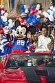 super bowl mvp malcolm smith visits disney world after big win 03