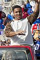 super bowl mvp malcolm smith visits disney world after big win 08