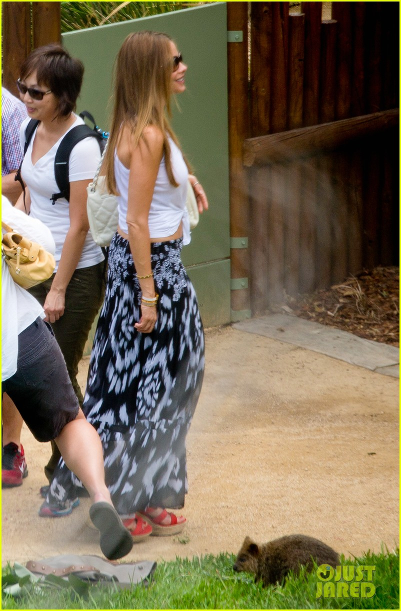 sofia vergara nick loeb sydney zoo trip with modern family co star 17