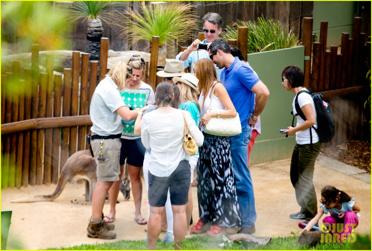 sofia vergara nick loeb sydney zoo trip with modern family co star 273059286
