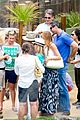 sofia vergara nick loeb sydney zoo trip with modern family co star 28