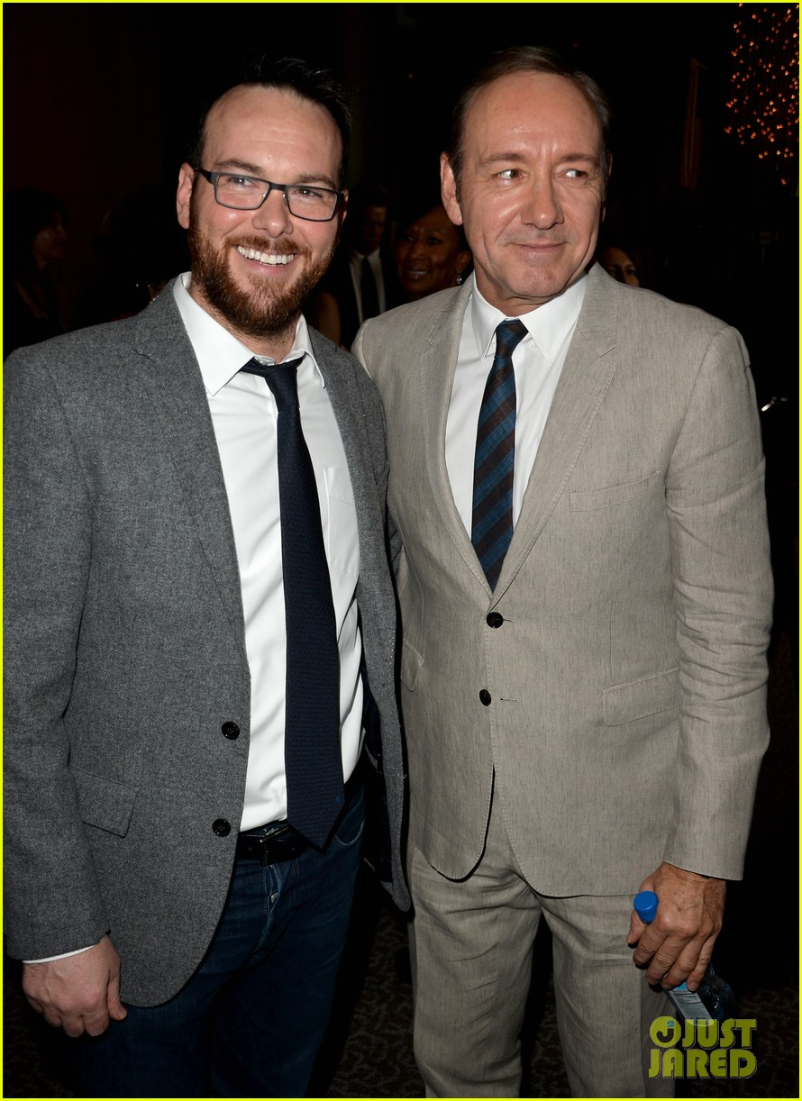 kevin spacey thinks you should binge watch house of cards 023053204