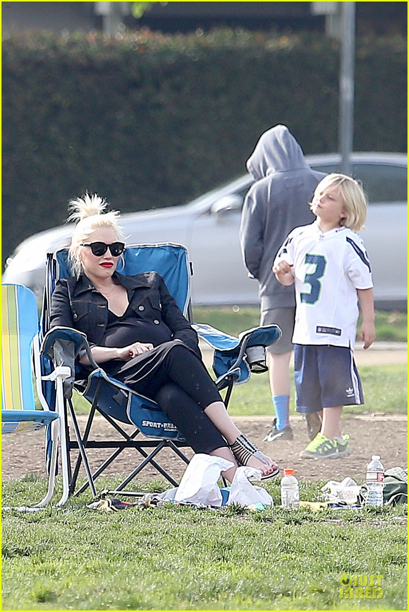 gwen stefani looks about ready to pop in brentwood 173055919