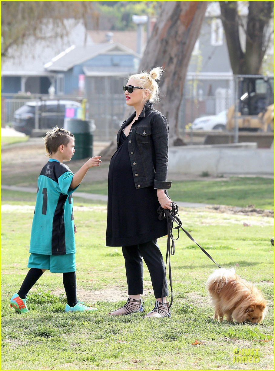 gwen stefani looks about ready to pop in brentwood 323055934