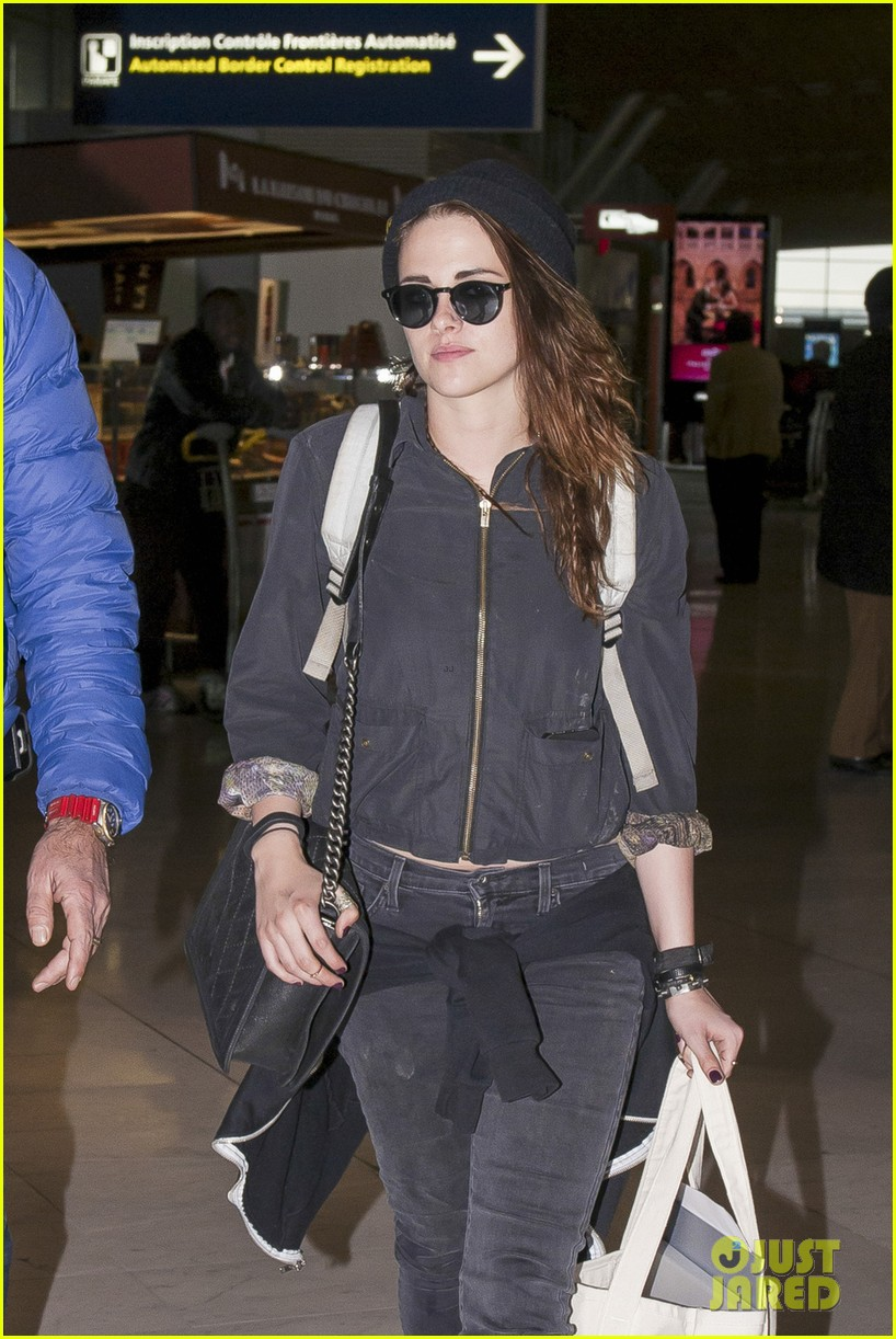 kristen stewart paris departure after meeting with karl lagerfeld 013047826