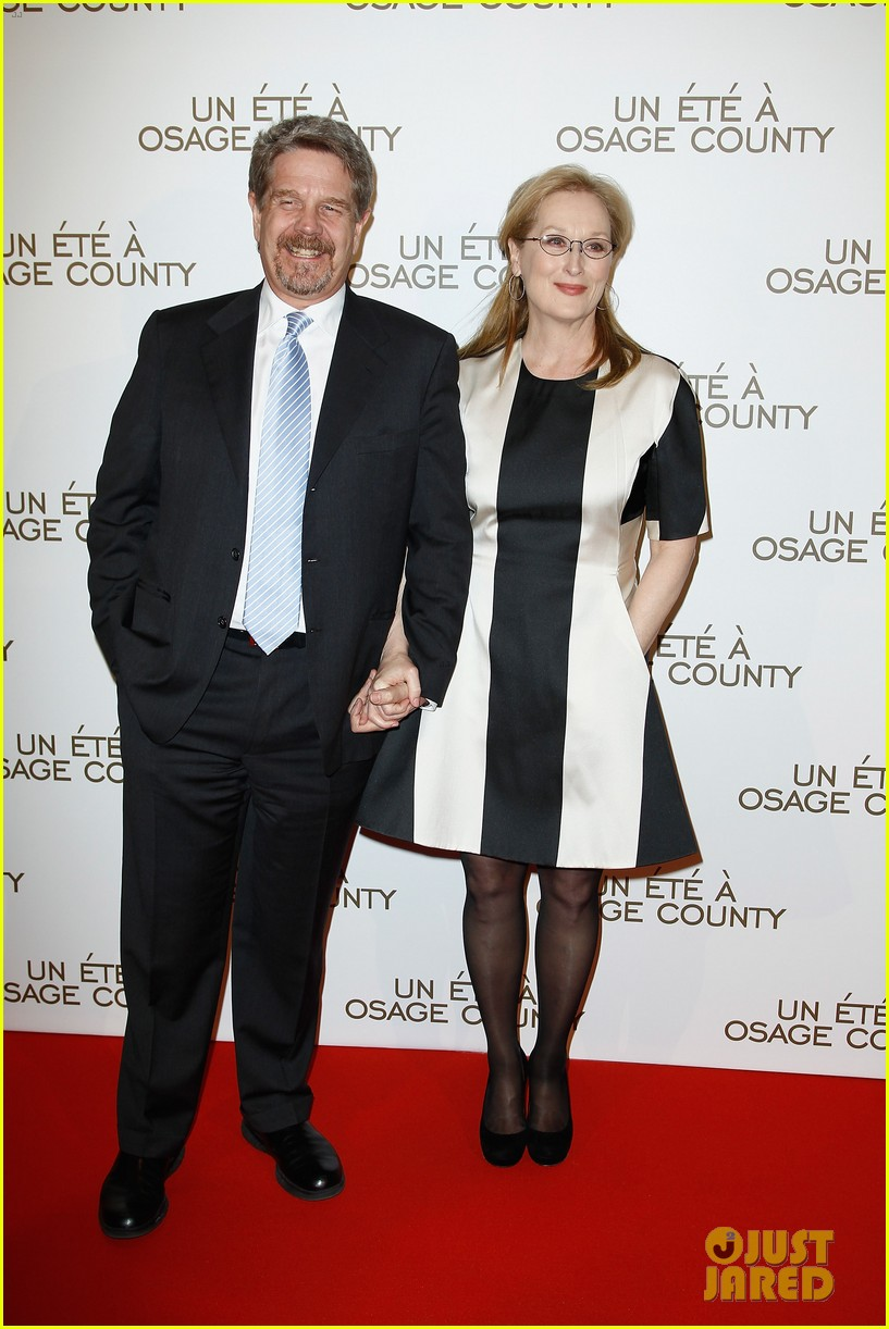 meryl streep rocks pocket dress at august paris premiere 03