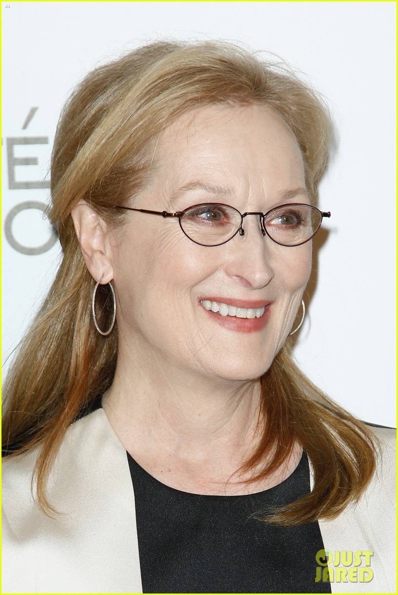 meryl streep rocks pocket dress at august paris premiere 07