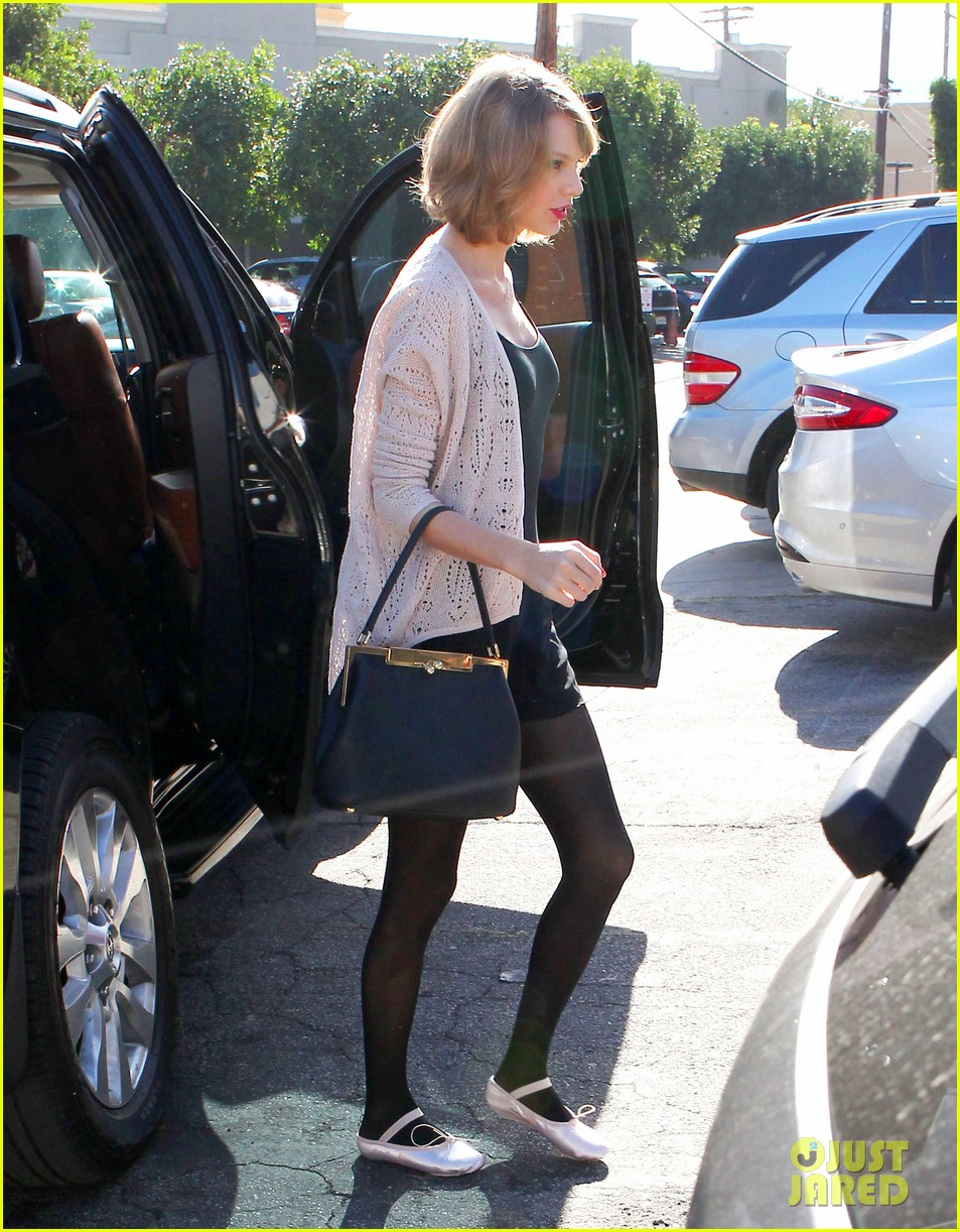 taylor swift brings her short hair to dance class 04