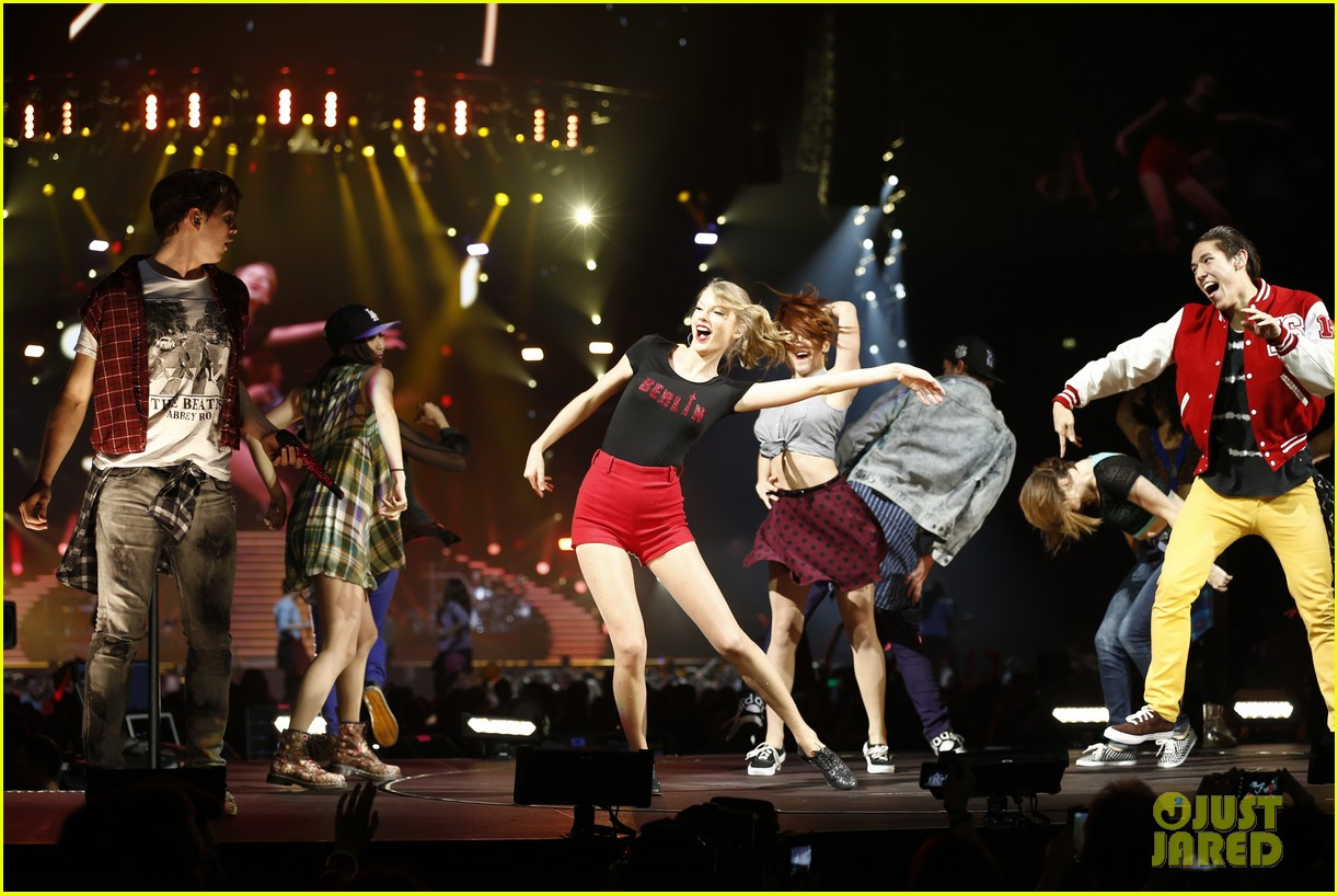 taylor swift ed sheeran i see fire duet in berlin 13