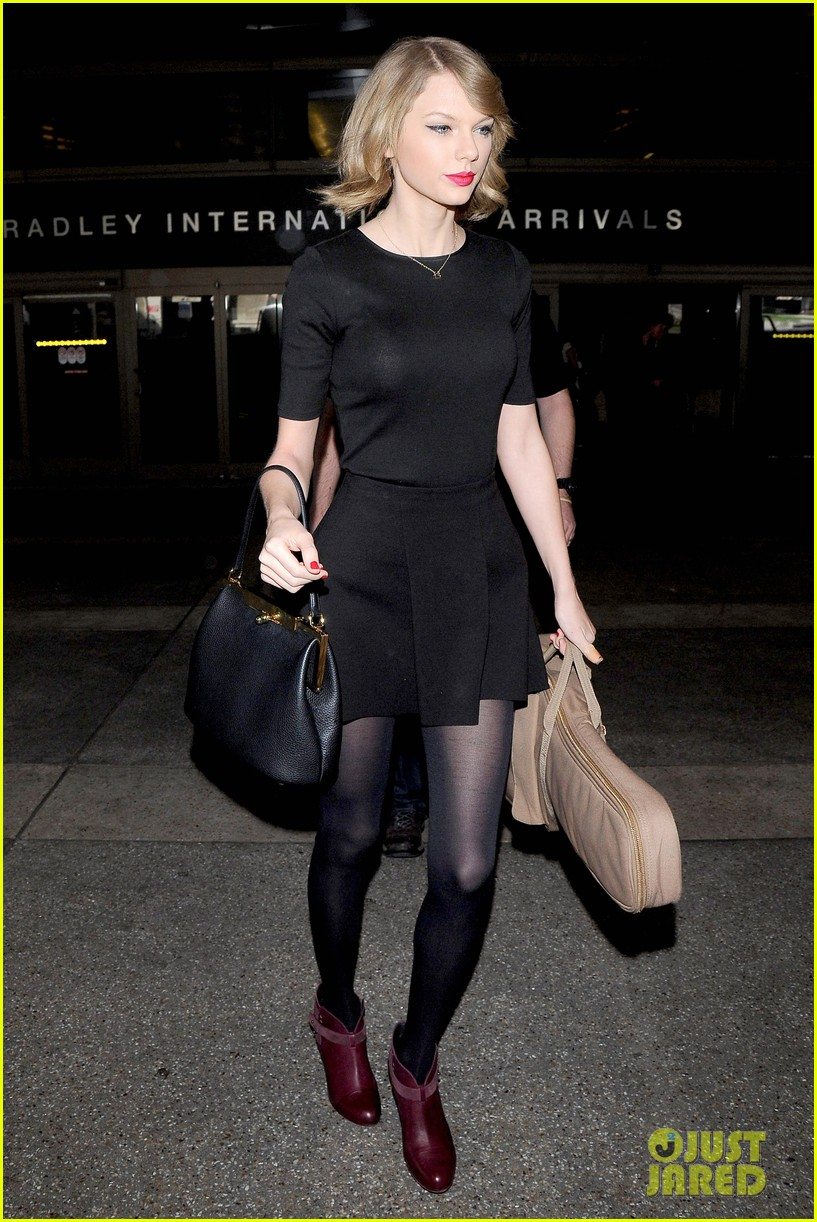 taylor swift shows off her new short hair at the airport 07